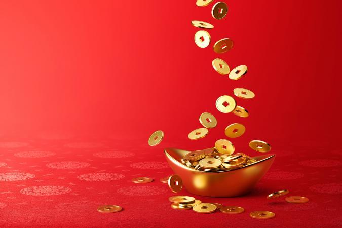 Tiền vàng rơi trên Sycee vàng - Yuanbao