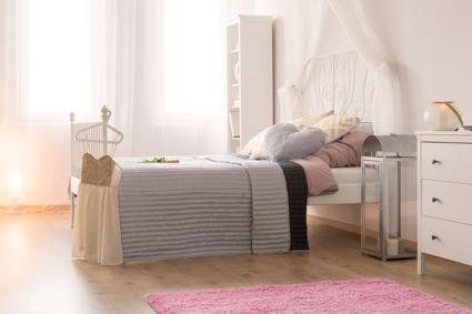 Thảm hồng trong phòng ngủ