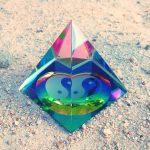 Biểu tượng Âm Dương Trong Kim tự tháp pha lê