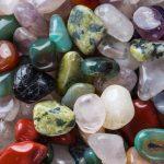 đá khoáng đầy màu sắc