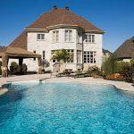 Nhà có hồ bơi