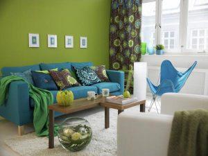 ghế sofa màu xanh trong phòng khách