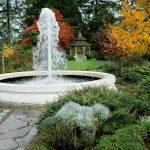 Đài phun nước trong vườn Seattle Zoo Washington