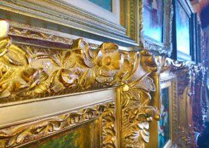 Chi tiết khung hình mạ vàng