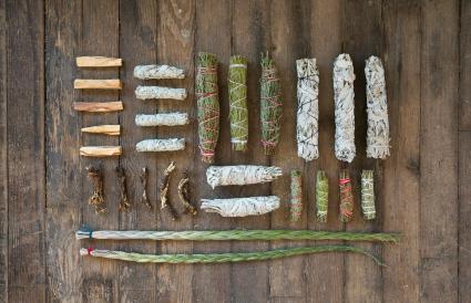 Các loại thảo mộc, nhựa và gỗ