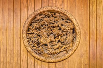 Khắc Trung Quốc trên tường gỗ