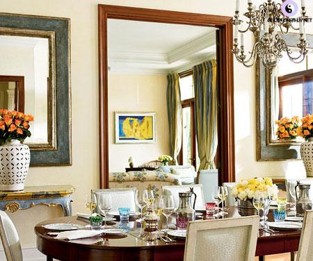 gương trong phòng ăn