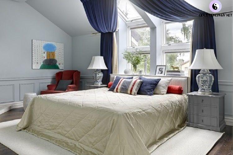 giường dưới cửa sổ