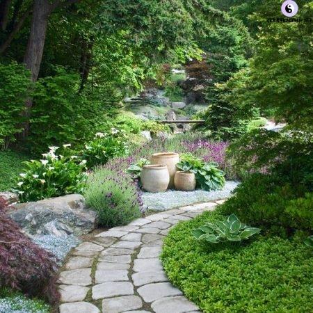 lối đi trong khu vườn