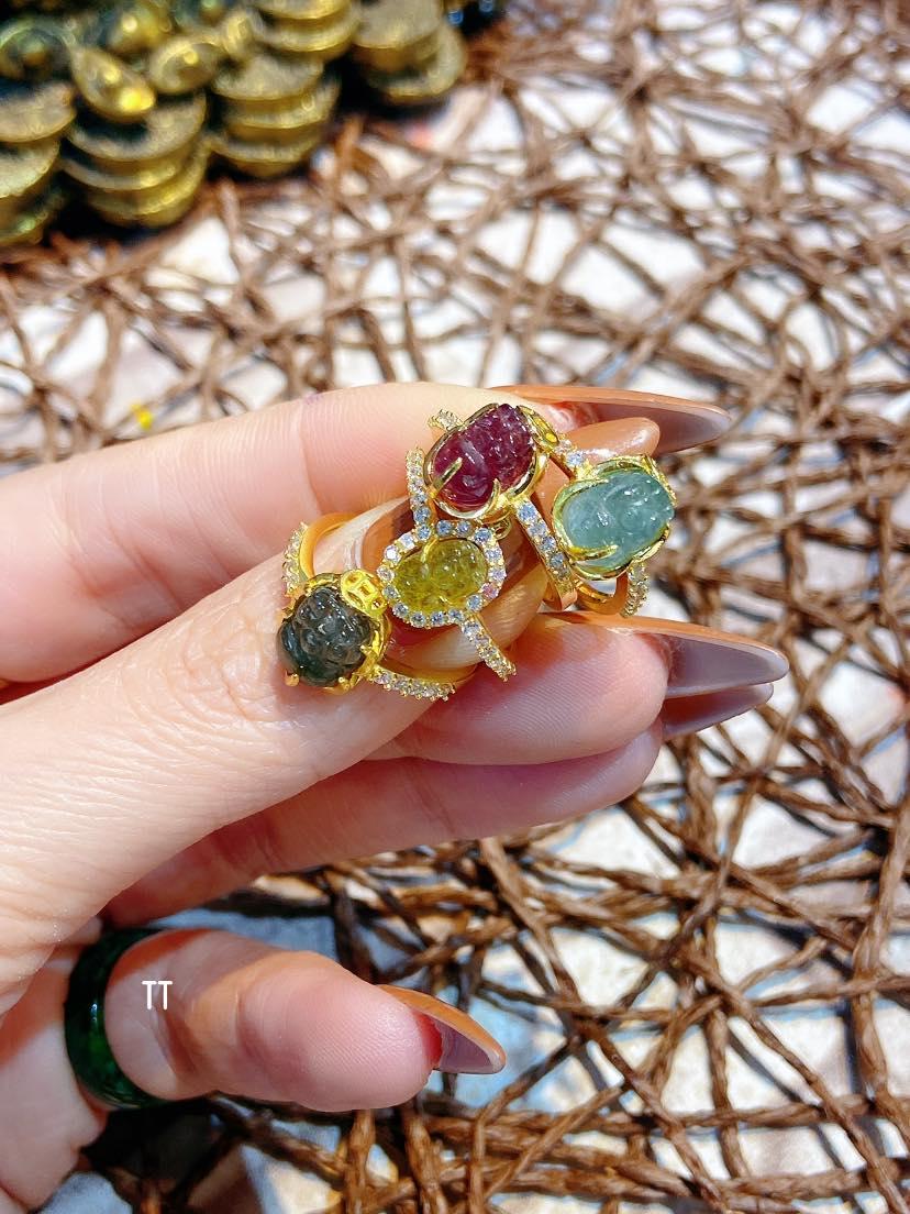 nhẫn tỳ hưu vàng đá phong thủy