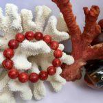 Vòng tay đá san hô có màu đỏ