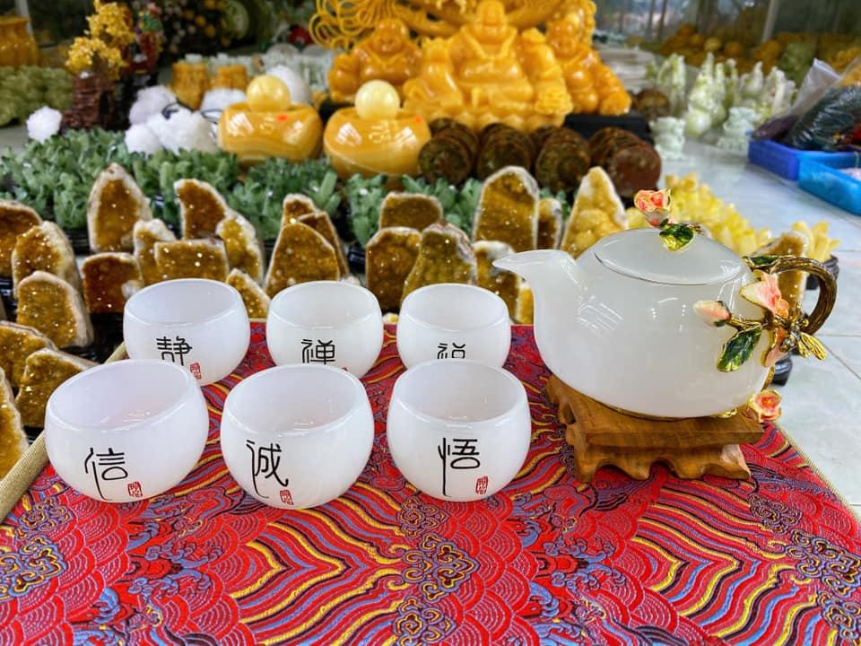 Hình ảnh ấm trà ngọc tự nhiên