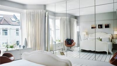 gương đối mặt với giường